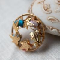 Sarah Cov サラ・コベントリー-天然石、真珠の雫とメープルリーフ・ブローチ