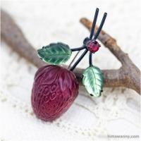 Austria オーストリア製-苺のフルーツガラス・ヴィンテージ・ブローチ(メイン画像)