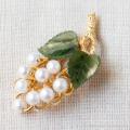 Van Dell-K12金-翡翠の葉っぱ真珠の葡萄ヴィンテージ・ブローチ